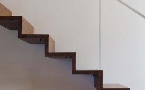 春風台の家 階段
